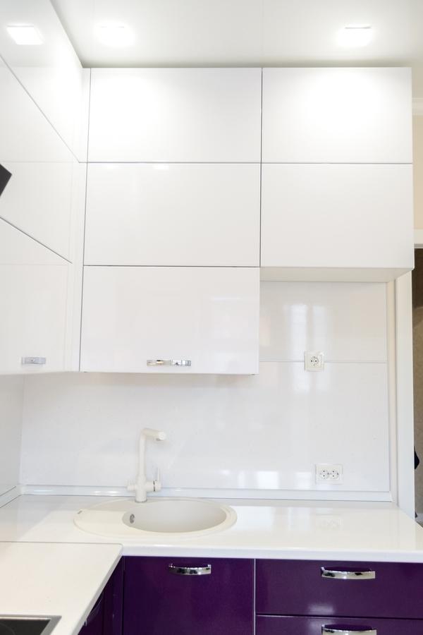 Белый кухонный гарнитур-Кухня из пластика «Модель 142»-фото2